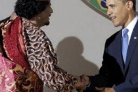 US President Barack Obama (R) shakes Hands With Libya's Gaddafi