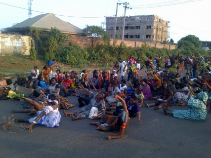 Market women rolled on floor in protest at INEC office, Anambra