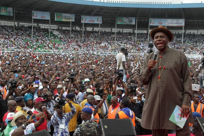 RS APC MEGA RALLY IN PH SHOWING GOV AMAECHI SPEAKING TO HIS PEOPLE 07