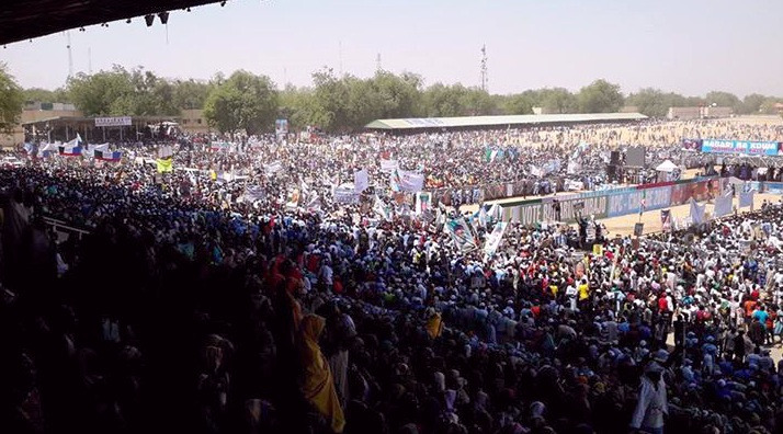 Crowd receives Buhari in Maiduguri