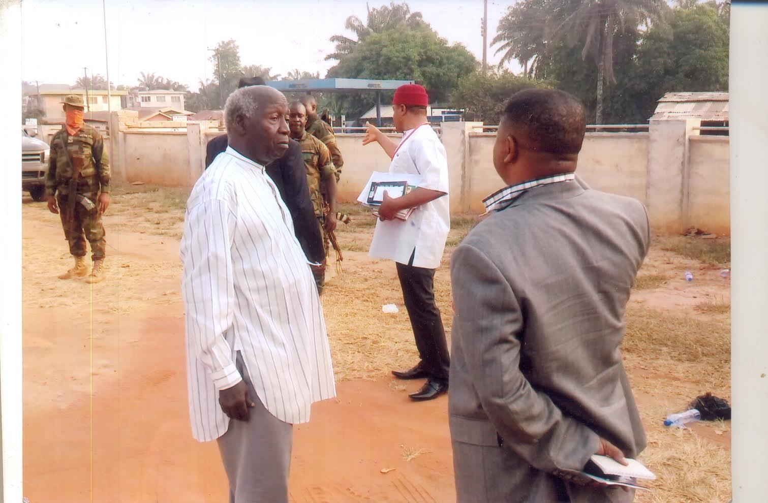 Photo:( L-R Dr Dozie Ikedife, (Vice Chairman IPOB): Air Commodore Benson Omoyinbo(leader of Military Delegation), Barrister Okpalaukwu Okpalaezeukwu(Coordinator Igbo-Ohanaeze Integrity Groups) at the background )