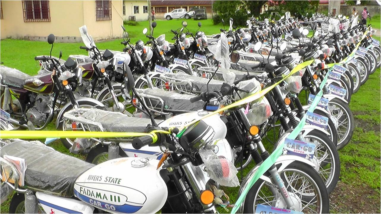 AGRIC 18 - PRESENTATION OF MOTOR CYCLES TO FADAMA FACILITATORS(FIELD OFFICERS)