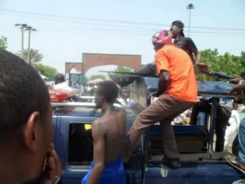 Takfiri wahhabi/Izala thugs being transported in police vehicles to massacre Shia Muslims in Nigeria's north
